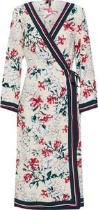 Sukienka Vero Moda z dekoltem w kształcie litery v