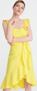 Żółta sukienka Reserved z dekoltem w karo bez rękawów w stylu casual