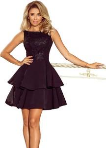 Czarna sukienka NUMOCO z dekoltem w łódkę bez rękawów rozkloszowana