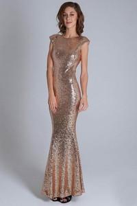 Złota sukienka Moda Dla Ciebie w stylu glamour maxi bez rękawów