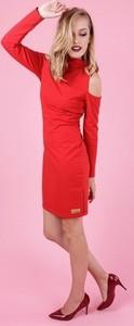 Czerwona sukienka Madnezz dopasowana z długim rękawem