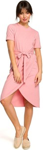 Różowa sukienka Merg w stylu casual z krótkim rękawem
