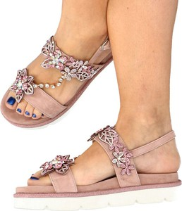 Różowe sandały Alma en Pena z płaską podeszwą