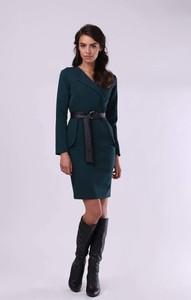Zielona sukienka Nommo prosta z długim rękawem w stylu casual