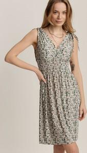 Zielona sukienka Renee mini trapezowa bez rękawów