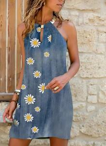 Niebieska sukienka Sandbella bez rękawów z okrągłym dekoltem mini