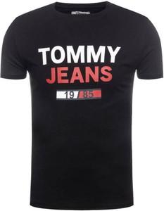 Czarny t-shirt Tommy Hilfiger w młodzieżowym stylu