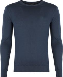 Niebieski sweter ubierzsie.com z wełny