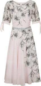 Różowa sukienka Poza z okrągłym dekoltem z krótkim rękawem