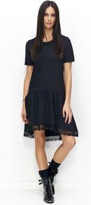 Sukienka Numinou z okrągłym dekoltem w stylu casual mini