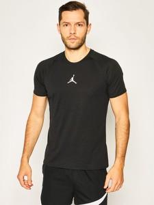 Czarny t-shirt Nike z okrągłym dekoltem w sportowym stylu