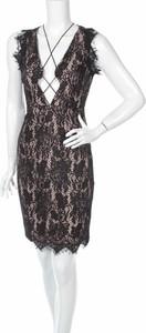 Czarna sukienka Stylestalker prosta bez rękawów mini