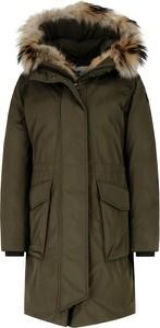 Zielona kurtka Woolrich w militarnym stylu