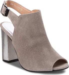 Sandały Karino w stylu casual na obcasie na średnim obcasie