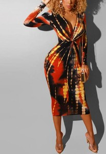 Sukienka Kendallme midi z dekoltem w kształcie litery v z długim rękawem
