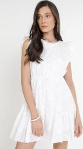 Sukienka born2be z krótkim rękawem z okrągłym dekoltem