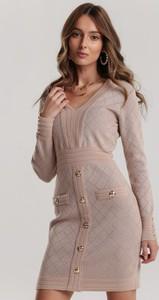 Różowa sukienka Renee w stylu casual z długim rękawem z dekoltem w kształcie litery v