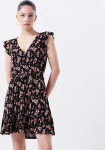 Sukienka Cropp z dekoltem w kształcie litery v mini