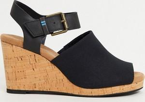 Czarne sandały Toms z klamrami