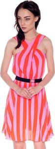 Sukienka Guess z dekoltem w kształcie litery v trapezowa
