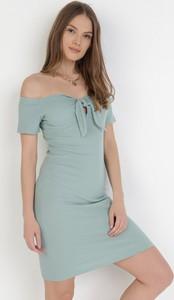 Zielona sukienka born2be z krótkim rękawem hiszpanka mini