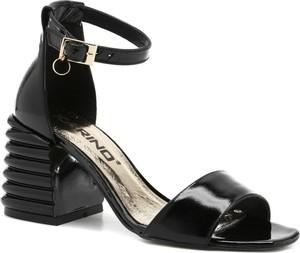 Sandały Karino z klamrami