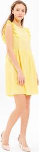 Żółta sukienka Gate z okrągłym dekoltem z bawełny