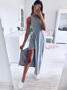 Sukienka Pakuten z dresówki w sportowym stylu bez rękawów