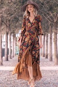 Sukienka Ivet.pl z długim rękawem w stylu boho