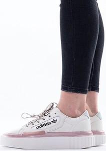 Sneakersy Adidas Originals sznurowane z płaską podeszwą