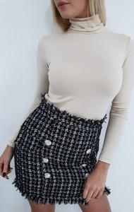 Czarna spódnica chantel.pl w młodzieżowym stylu