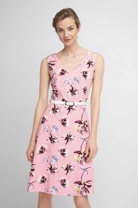 Różowa sukienka QUIOSQUE z dekoltem w kształcie litery v mini