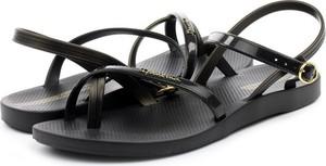 Czarne sandały Ipanema w stylu casual z klamrami