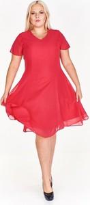 Różowa sukienka Fokus rozkloszowana midi z szyfonu