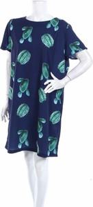 Niebieska sukienka Tulips z okrągłym dekoltem prosta mini