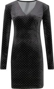 Czarna sukienka Guess Jeans mini z dekoltem w kształcie litery v z długim rękawem