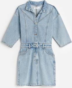 Niebieska sukienka Reserved koszulowa z jeansu z kołnierzykiem