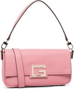 Różowa torebka Guess na ramię