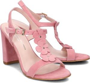 Różowe sandały Brenda Zaro w stylu klasycznym z klamrami
