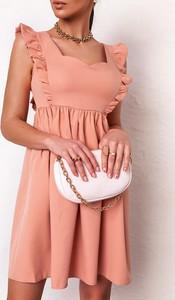 Różowa sukienka Latika