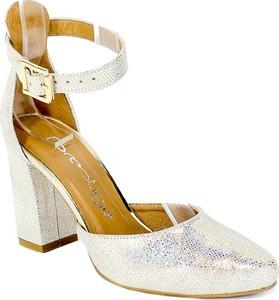 Srebrne sandały Prestige z klamrami ze skóry