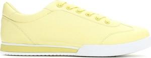 Żółte trampki born2be w sportowym stylu z płaską podeszwą