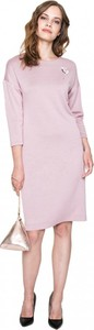 Różowa sukienka L'AF w stylu casual midi z dzianiny