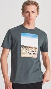 Granatowy t-shirt Reserved z nadrukiem