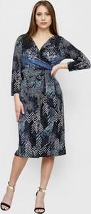 Granatowa sukienka Freeshion kopertowa z długim rękawem midi
