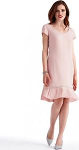 Różowa sukienka POTIS & VERSO z okrągłym dekoltem trapezowa