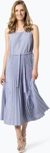 Niebieska sukienka Tommy Hilfiger z dekoltem w karo midi bez rękawów