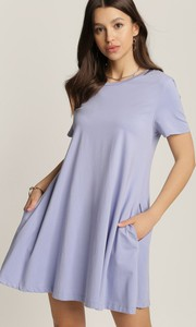 Fioletowa sukienka Renee z krótkim rękawem w stylu casual z okrągłym dekoltem