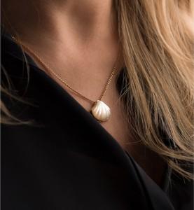 Złota zawieszka zolline z perłami