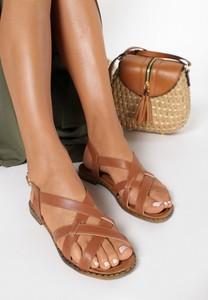 Sandały born2be z klamrami z płaską podeszwą w stylu casual